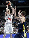 Real Madrid's Jaycee Carroll (l) and Alba Berlin's Jonas Wohlfarth during Euroleague match.March 12,2015. (ALTERPHOTOS/Acero)