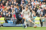 Toni Kroos (r) of Real Madrid vies for the ball with Luis Munoz of Malaga CF during their La Liga 2016-17 match between Real Madrid and Malaga CF at the Estadio Santiago Bernabéu on 21 January 2017 in Madrid, Spain. Photo by Diego Gonzalez Souto / Power Sport Images