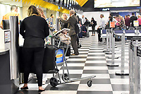 SÃO PAULO,SP - 13.03.2017 - BAGAGENS-SP - A Justiça de São Paulo concedeu liminar ao Ministério Público de São Paulo, na tarde desta segunda-feira (13), que suspende a cobrança extra pelo despacho de bagagens nos aeroportos, que entraria em vigor na proxima terça-feira (14). Algumas companhias cobrariam até R$50,00 (cinquenta reais) por mala despachada. Foto: (Eduardo Carmim/Brazil Photo Press)
