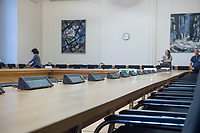 """16. Sitzungstag des 1. Untersuchungsausschusses """"Terroranschlag Breitscheidplatz"""" des Berliner Abgeordnetenhaus am Freitag den 22. Juni 2018.<br /> Als Zeugen fuer die Sitzung des sog. """"Amri-Untersuchungsausschuss waren zwei Mitarbeiter des Bundeskriminalamt geladen, von denen Foto- und Filmaufnahmen untersagt waren.<br /> Im Bild: Der Sitzungsraum vor Beginn der Ausschusssitzung.<br /> 22.6.2018, Berlin<br /> Copyright: Christian-Ditsch.de<br /> [Inhaltsveraendernde Manipulation des Fotos nur nach ausdruecklicher Genehmigung des Fotografen. Vereinbarungen ueber Abtretung von Persoenlichkeitsrechten/Model Release der abgebildeten Person/Personen liegen nicht vor. NO MODEL RELEASE! Nur fuer Redaktionelle Zwecke. Don't publish without copyright Christian-Ditsch.de, Veroeffentlichung nur mit Fotografennennung, sowie gegen Honorar, MwSt. und Beleg. Konto: I N G - D i B a, IBAN DE58500105175400192269, BIC INGDDEFFXXX, Kontakt: post@christian-ditsch.de<br /> Bei der Bearbeitung der Dateiinformationen darf die Urheberkennzeichnung in den EXIF- und  IPTC-Daten nicht entfernt werden, diese sind in digitalen Medien nach §95c UrhG rechtlich geschuetzt. Der Urhebervermerk wird gemaess §13 UrhG verlangt.]"""