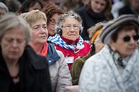Mehrere hundert Menschen kamen zur Feierlichkeit anlaesslich des 71. Jahrestages der Befreiung des Frauen-Konzentrationslagers Ravensbrueck, unter ihnen auch der stellv. Außenminister Griechenlands, Nikos Xydakis. <br /> Von den ueber 120.000 Frauen und 20.000 Maennern, die im Nationalsozialismus in dem Konzentrationslager inhaftiert waren leben 71 Jahre nach der Befreiung durch die Rote Armee nur noch 160. Ueberlebenden aus Frankreich, Norwegen, Polen, Spanien, Slovakei und Italien nahmen an der Veranstaltung teil.<br /> Im Anschluss an die offiziellen Reden wurden Kraenze am Mahnmal am Schwedter See niedergelegt und Blumen in den See geworfen. Waehrend der NS-Zeit wurde die Asche der ermordeten in den See gekippt.<br /> Im Bild: Batsheva Dagan aus Israel, Mitglied des Internationalen Ravensbrueck-Komitee.<br /> 17.4.2016, Ravensbrueck/Brandenburg<br /> Copyright: Christian-Ditsch.de<br /> [Inhaltsveraendernde Manipulation des Fotos nur nach ausdruecklicher Genehmigung des Fotografen. Vereinbarungen ueber Abtretung von Persoenlichkeitsrechten/Model Release der abgebildeten Person/Personen liegen nicht vor. NO MODEL RELEASE! Nur fuer Redaktionelle Zwecke. Don't publish without copyright Christian-Ditsch.de, Veroeffentlichung nur mit Fotografennennung, sowie gegen Honorar, MwSt. und Beleg. Konto: I N G - D i B a, IBAN DE58500105175400192269, BIC INGDDEFFXXX, Kontakt: post@christian-ditsch.de<br /> Bei der Bearbeitung der Dateiinformationen darf die Urheberkennzeichnung in den EXIF- und  IPTC-Daten nicht entfernt werden, diese sind in digitalen Medien nach §95c UrhG rechtlich geschuetzt. Der Urhebervermerk wird gemaess §13 UrhG verlangt.]