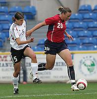 MAR 15, 2006: Faro, Portugal:  Annike Krahn, Abby Wambach