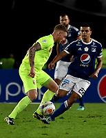 BOGOTÁ - COLOMBIA, 02–05-2018: Jhon Duque (Der.) jugador de Millonarios disputa el balón con George Saundres (Izq.) jugador de Envigado F. C., durante partido aplazado de la fecha 16 entre Millonarios y por la Liga Aguila I 2018, jugado en el estadio Nemesio Camacho El Campin de la ciudad de Bogotá. / Jhon Duque (R) player of Millonarios vies for the ball with George Saundres (L) player of Envigado F. C., during a posponed match of the 16th date between Millonarios and Envigado F. C., for the Liga Aguila I 2018 played at the Nemesio Camacho El Campin Stadium in Bogota city, Photo: VizzorImage / Luis Ramírez / Staff.