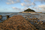 Great Britain, England, Cornwall, Marazion near Penzance: The stone causeway leading to St Michael`s Mount, built by the same monks who built Mont St Michel off Normandy in France