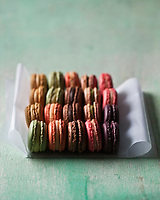 Europe/France/Ile-de-France/75/Paris:   Macarons Pierre Hermé - Stylisme : Valérie LHOMME  // Europe / France / Ile-de-France / 75 / Paris: Macarons Pierre Hermé - Styling: Valérie LHOMME>