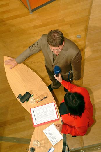 NPD im saechsischen Landtag<br /> Die NPD ist seit 1968 zum ersten mal wieder in ein Landesparlament gewaehlt worden. Sie erreichte ueber 9 Prozent der abgegebenen Waehlerstimmen.<br /> Hier: Der NPD-Spitzenkandidat Holger Apfel (1970, Verlagskaufmann, Stadtrat in Dresden) im Wahlstudio des MDR im Saechsischen Landdtag. <br /> 19.9.2004, Dresden<br /> Copyright: Christian-Ditsch.de<br /> [Inhaltsveraendernde Manipulation des Fotos nur nach ausdruecklicher Genehmigung des Fotografen. Vereinbarungen ueber Abtretung von Persoenlichkeitsrechten/Model Release der abgebildeten Person/Personen liegen nicht vor. NO MODEL RELEASE! Nur fuer Redaktionelle Zwecke. Don't publish without copyright Christian-Ditsch.de, Veroeffentlichung nur mit Fotografennennung, sowie gegen Honorar, MwSt. und Beleg. Konto: I N G - D i B a, IBAN DE58500105175400192269, BIC INGDDEFFXXX, Kontakt: post@christian-ditsch.de<br /> Bei der Bearbeitung der Dateiinformationen darf die Urheberkennzeichnung in den EXIF- und  IPTC-Daten nicht entfernt werden, diese sind in digitalen Medien nach §95c UrhG rechtlich geschuetzt. Der Urhebervermerk wird gemaess §13 UrhG verlangt.]