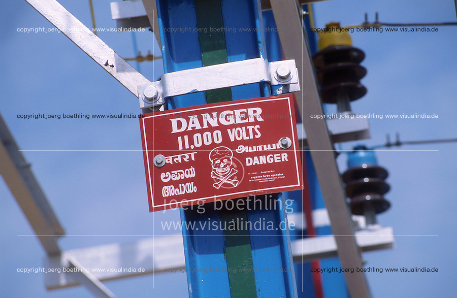 INDIA Tamil Nadu, power grid / INDIEN Strommast mit Warnschild