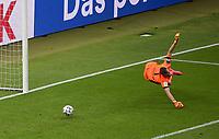 v. l. Lukas Hradecky (Bayer Leverkusen), Serge Gnabry (FC Bayern Muenchen) Goal scored, erziehlt das Tor zum 0:2<br /> <br /> Fussball, Herren, Saison 2019/2020, 77. Finale um den DFB-Pokal in Berlin, Bayer 04 Leverkusen - FC Bayern München, 04.07. 2020, Foto: Matthias Koch/POOL/Marc Schueler/Sportpics.de