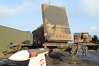 - antiaircraft missile Patriot with guide radar....- sistema missilistico antiaereo Patriot con radar di guida