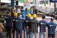 """Gefluechtete werden Auszubildende bei den Berliner Wasserbetrieben.<br /> Im Rahmen des sog. """"Horizonte""""-Projektes haben seit Jahresanfang sechs junge Gefluechtete aus Afghanistan, Aegypten, Aethiopien, Iran, Pakistan und Syrien gemeinsam mit sechs Berliner Jugendlichen als Sprachtandem ein Praktikum durchlaufen. Die Berliner Jugendlichen haben den Gefluechteten wesentlich beim erlernen der deutschen Sprache geholfen.<br /> Zehn Jugendliche beginnen im September Ausbildung eine Ausbildung bei den Berliner Wasserbetrieben.  <br /> Die Senatorin fuer Arbeit, Integration und Frauen, Dilek Kolat (am Microphon) und der Personalvorstaendin der Wasserbetriebe, Kerstin Oster (rechts), uebergaben den Jugendlichen am Freitag den 5. August 2016 bei einer kleinen Feier ihr Praktikumszertifikat und beglueckwunschten sie zu ihrem Ausbildungsplatz.<br /> 5.8.2016, Berlin<br /> Copyright: Christian-Ditsch.de<br /> [Inhaltsveraendernde Manipulation des Fotos nur nach ausdruecklicher Genehmigung des Fotografen. Vereinbarungen ueber Abtretung von Persoenlichkeitsrechten/Model Release der abgebildeten Person/Personen liegen nicht vor. NO MODEL RELEASE! Nur fuer Redaktionelle Zwecke. Don't publish without copyright Christian-Ditsch.de, Veroeffentlichung nur mit Fotografennennung, sowie gegen Honorar, MwSt. und Beleg. Konto: I N G - D i B a, IBAN DE58500105175400192269, BIC INGDDEFFXXX, Kontakt: post@christian-ditsch.de<br /> Bei der Bearbeitung der Dateiinformationen darf die Urheberkennzeichnung in den EXIF- und  IPTC-Daten nicht entfernt werden, diese sind in digitalen Medien nach §95c UrhG rechtlich geschuetzt. Der Urhebervermerk wird gemaess §13 UrhG verlangt.]"""