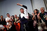 Matteo Salvini si infila la maglietta con scritto Macerata<br /> Abbazia di Fiastra, Marche 25-05-2015 Matteo Salvini all' Abbazia di Fiastra<br /> Photo Samantha Zucchi Insidefoto
