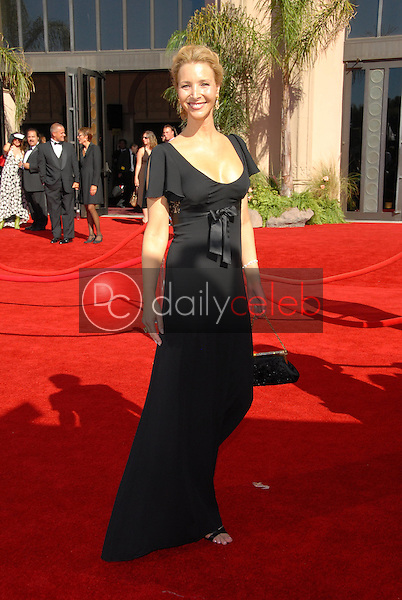 Lisa Kudrow<br />arriving at the 58th Annual Primetime Emmy Awards. The Shrine Auditorium, Los Angeles, CA. 08-27-06<br />Scott Kirkland/DailyCeleb.com 818-249-4998