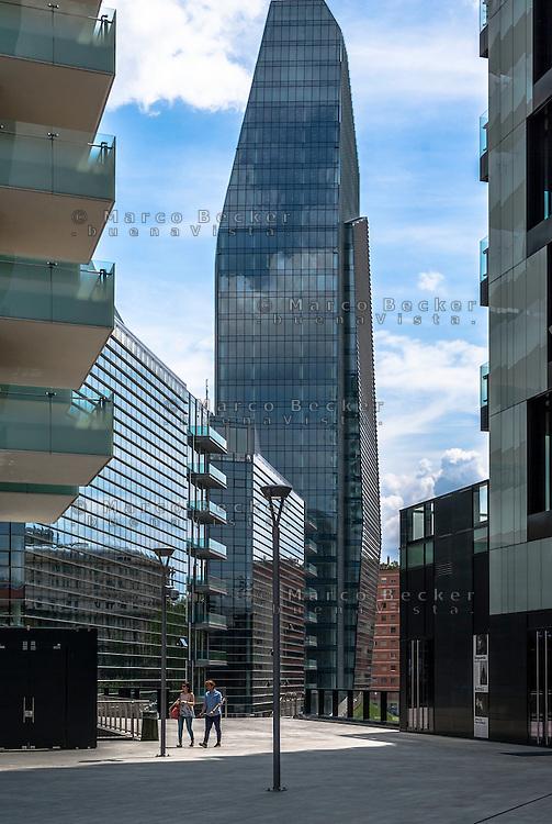 Milano, Porta Nuova Varesine. La Torre Diamante --- Milan, Porta Nuova Varesine. The Diamond Tower
