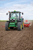 Drilling with a John Deere 9140R & Horsh Pronto 4DC drill - Lincolnshire, May