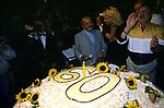 MAURIZIO COSTANZO CON LA TORTA <br /> FESTA PER I 60 ANNI DI MAURIZIO COSTANZO<br /> MANEGGIO DI GIANNELLA  1998