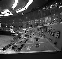 Chernobyl, Ukraine, Ocober 1995..The explosion at the Chernobyl Nuclear Power Plant on April 26 1986 was the worst nuclear accident in history..Staff at work in the still-functioning Reactor No 2.