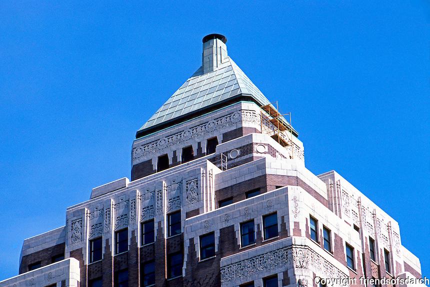 Vancouver: Marine Building, zoom on top. Art Deco, McCarter & Nairn, 1929-30.