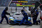 #57: Heinricher Racing w/MSR Curb-Agajanian Acura NSX GT3, GTD: Alvaro Parente, Misha Goikhberg pit stop