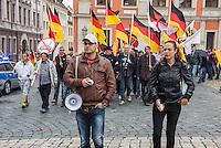 """Rechte demonstrieren in Bautzen gegen Fluechtlinge.<br /> Am Sonntag den 18. September 2016 versammelten sich im saechsischen Bautzen ca. 120 Rechte zu einem Kundgebung mit anschliessender Demonstration um gegen Fluechtlinge zu demonstrieren. Sie riefen Parolen gegen Fluechtlinge und gegen Angela Merkel und beschimpften Medienvertreter als """"Volksverraeter"""".<br /> Nach Aussagen von Anwohnern waren nur etwa 15 Teilnehmer aus Bautzen. Bautzener Rechtsextreme hatten zuvor aufgerufen, sich vorerst nicht an Demonstrationen zu beteiligen, bis ein von ihnen an die Stadtverwaltung gestelltes Ultimatum, zu Loesung der Fluechtlingsfrage verstrichen ist.<br /> Rechts im Bild: Ester Seitz aus Bayern, Anmelderin der Veranstaltung.<br /> 18.9.2016, Bautzen/Sachsen<br /> Copyright: Christian-Ditsch.de<br /> [Inhaltsveraendernde Manipulation des Fotos nur nach ausdruecklicher Genehmigung des Fotografen. Vereinbarungen ueber Abtretung von Persoenlichkeitsrechten/Model Release der abgebildeten Person/Personen liegen nicht vor. NO MODEL RELEASE! Nur fuer Redaktionelle Zwecke. Don't publish without copyright Christian-Ditsch.de, Veroeffentlichung nur mit Fotografennennung, sowie gegen Honorar, MwSt. und Beleg. Konto: I N G - D i B a, IBAN DE58500105175400192269, BIC INGDDEFFXXX, Kontakt: post@christian-ditsch.de<br /> Bei der Bearbeitung der Dateiinformationen darf die Urheberkennzeichnung in den EXIF- und  IPTC-Daten nicht entfernt werden, diese sind in digitalen Medien nach §95c UrhG rechtlich geschuetzt. Der Urhebervermerk wird gemaess §13 UrhG verlangt.]"""