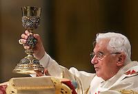 Papa Benedetto XVI celebra la messa del Corpus Domini nella Basilica di San Giovanni in Laterano, Roma, 3 giugno 2010..Pope Benedict XVI celebrates the Corpus Domini Mass at the St. John in Lateran Basilica, Rome, 3 june 2010..UPDATE IMAGES PRESS/Riccardo De Luca