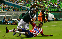PALMIRA - COLOMBIA, 02-09-2018: Juan Camilo Angulo (Izq) del Deportivo Cali disputa el balón con Gabriel Fuentes (Der) de Atlético Junior durante partido por la fecha 7 de la Liga Aguila II 2017 jugado en el estadio Palmaseca de Cali. / Juan Camilo Angulo (L) player of Deportivo Cali fights for the ball with Gabriel Fuentes (R) player of Atletico Junior during match for the date 7 of the Aguila League II 2017 played at Palmaseca stadium in Cali.  Photo: VizzorImage/ Nelson Rios / Cont