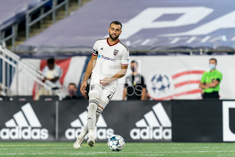 FOXBOROUGH, MA - SEPTEMBER 09: Jason Ramos #4 of Chattanooga Red Wolves SC passes the ball during a game between Chattanooga Red Wolves SC and New England Revolution II at Gillette Stadium on September 09, 2020 in Foxborough, Massachusetts.