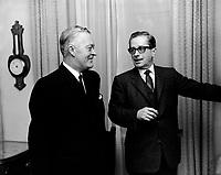 Jean Lesage et Daniel Johnson<br /> entre le 28 nov au 4 dec 1966<br /> <br /> Photographe : Photo Moderne<br /> <br />  <br /> - Agence Quebec Presse