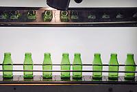 - glass industry, production of glass bottles; visual quality control; CoReVe, Consortium for Glass Recover..- industria vetraria, produzione di contenitori in vetro; controllo visivo della qualità; CoReVe, Consorzio Recupero Vetro