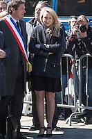 MARION MARECHAL LE PEN - DEPOT DE GERBE DEVANT LA STATUE DE JEANNE D'ARC PLACE SAINT-AUGUSTIN A PARIS