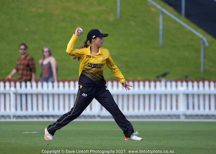 Xara Jetly fields during the Hallyburton Johnstone Shield women's cricket match between Wellington Blaze and Otago Sparks at the Basin Reserve in Wellington, New Zealand on Saturday, 13 March 2021. Photo: Dave Lintott / lintottphoto.co.nz