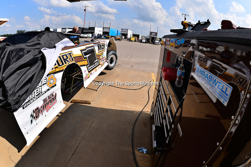 May 22, 2014; 4:38:21 PM; Wheatland, Mo., USA; The  Lucas Oil Late Model Dirt Series running the 22nd Annual Lucas Oil Show-Me 100 Presented by ProtectTheHarvest.com.  Mandatory Credit: (thesportswire.net)