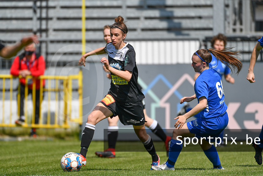 Justine Blave (22) of Eendracht Aalst pictured in a duel with Fleur Pauwels (66) of KRC Genk during a female soccer game between Eendracht Aalst and Racing Genk on the 10 th and last matchday of play off 2 of the 2020 - 2021 season of Belgian Scooore Womens Super League , Saturday 29 st of May 2021  in Aalst , Belgium . PHOTO SPORTPIX.BE   SPP   DAVID CATRY