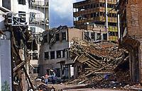 PRISTINA / KOSOVO - 25 MARZO 1999.EDIFICI COLPITI DALLE BOMBE E DAI MISSILI DI CROCIERA NATO NEL CENTRO DI PRISTINA..FOTO LIVIO SENIGALLIESI..PRISHTINA / KOSOVO - 25 MARCH 1999.BUILDINGS HIT BY NATO BOMBS IN PRISTINA..PHOTO LIVIO SENIGALLIESI