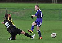 RSC Anderlecht Dames - WD Lierse SK : Tessa Wullaert en de tackle van de tegenstander.foto DAVID CATRY / Vrouwenteam.be