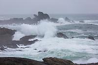 France, Bretagne, (29), Finistère, Penmarch, Saint-Guénolé: les  rochers de Saint-Guénolé