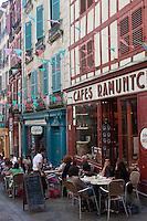 Europe/France/Aquitaine/64/Pyrénées-Atlantiques/Pays-Basque/Bayonne: Terrasse du café Ramuntcho, rue du Pilori