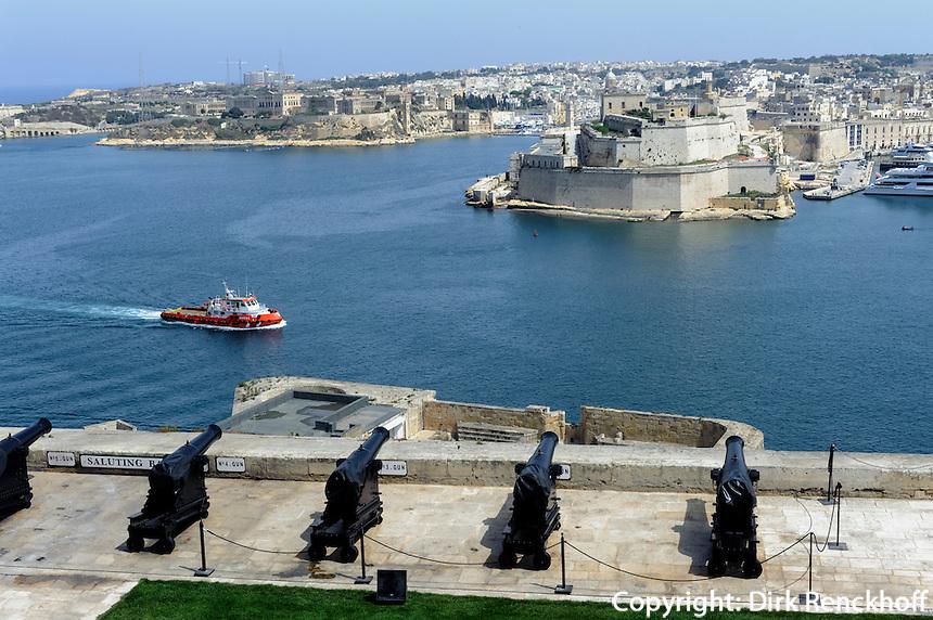 Saluting Batteries am Upper Barracca Garden in Valletta, Blick auf Three Cities,  Malta, Europa