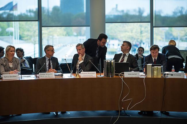 Am 28. April 2016 fand die 16. Sitzung des 2. NSU-Untersuchungsausschusses des Deutschen Bundestag statt. <br /> Als Zeugen waren gelanden:<br /> Dr. Tilmann Halder Diplom-Chemiker (Brandgutachter vom LKA-BW),  Kriminaloberkommissar Manfred Nordgauer (LKA Stuttgart) und Diplom-Physikerin Sandra Kruse (Bundeskriminalamt - Kriminaltechnisches Institut (KT52))<br /> Im Bild: Sylvia Joerrissen, CDU; Armin Schuster, Ausschuss-Obmann der CDU und Clemens Binninger Ausschussvorsitzender, CDU.<br /> 28.4.2016, Berlin<br /> Copyright: Christian-Ditsch.de<br /> [Inhaltsveraendernde Manipulation des Fotos nur nach ausdruecklicher Genehmigung des Fotografen. Vereinbarungen ueber Abtretung von Persoenlichkeitsrechten/Model Release der abgebildeten Person/Personen liegen nicht vor. NO MODEL RELEASE! Nur fuer Redaktionelle Zwecke. Don't publish without copyright Christian-Ditsch.de, Veroeffentlichung nur mit Fotografennennung, sowie gegen Honorar, MwSt. und Beleg. Konto: I N G - D i B a, IBAN DE58500105175400192269, BIC INGDDEFFXXX, Kontakt: post@christian-ditsch.de<br /> Bei der Bearbeitung der Dateiinformationen darf die Urheberkennzeichnung in den EXIF- und  IPTC-Daten nicht entfernt werden, diese sind in digitalen Medien nach §95c UrhG rechtlich geschuetzt. Der Urhebervermerk wird gemaess §13 UrhG verlangt.]