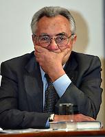 Roma 8/4/2004 Campidoglio - sala della Protomoteca. <br /> Liberta dietro le sbarre - presentazione del libro.<br /> Candido Cannavo, giornalista e autore del libro.<br /> Foto Andrea Staccioli Insidefoto