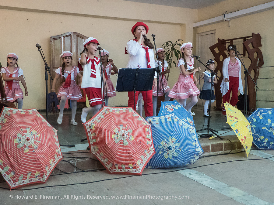 Cienfuegos community song and dance classes for grade school students