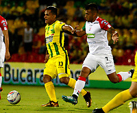 BUCARAMANGA - COLOMBIA - 11 - 02 - 2018: Brayan Rovira (Izq.) jugador de Atletico Bucaramanga disputa el balón con Sergio Lopez (Der.) jugador de Once Caldas, durante partido entre Atletico Bucaramanga y Once Caldas, de la fecha 2 por la Liga Aguila I 2018, jugado en el estadio Alfonso Lopez de la ciudad de Bucaramanga. / Brayan Rovira (L) player of Atletico Bucaramanga vies for the ball with Sergio Lopez (R) player of Once Caldas, during a match between Atletico Bucaramanga and Once Caldas, for the 2nd date for the Liga Aguila I 2018 at the Alfonso Lopez Stadium in Bucaramanga city Photo: VizzorImage  / Duncan Bustamante / Cont.