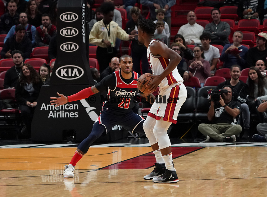 Gary Payton II (G, Washington Wizards, #20) gegen Jimmy Butler (G/F Miami Heat, #22) - 22.01.2020: Miami Heat vs. Washington Wizards, American Airlines Arena