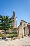Croatia, Istria, Porec: old town with steeple of St Euphrasian Basilica, since 1997 UNESCO World Heritage Site | Kroatien, Istrien, Porec: Altstadt mit Turm der St. Euphrasius Basilika, seit 1997 UNESCO Weltkulturerbe