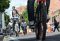 BOGOTÁ - COLOMBIA 22-09- 2015: Un ciclista, hoy durante el Día sin Carro. A biker  today during the Car Free Day in Bogotá 2015 Photo: VizzorImage / Gabriel Aponte / Staff
