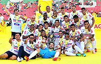 IBAGUÉ-COLOMBIA , 27 -01-2019 .Jugadores del Atlético Junior  levantan y celebran con la copa de campeones de la Superliga 2019 al vencer en tiros  penaltis al Deportes Tolima    durante partido por  la final de la Superliga Liga Águila  2019 jugado en el estadio Manuel Murillo Toro de la ciudad de Ibagué./ Atlético Junior players raise and celebrate with the 2019 Superliga champion cup by beating the Deportes Tolima penalty kicks  during the match for the final of Superliga  Aguila 2019 played at Manuel Murillo Toro  stadium in Ibague city. Photo: VizzorImage/ Juan Carlos Escobar/ Contribuidor
