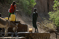ETHIOPIA, Southern Nations, Lower Omo valley, Kangaten, village Kakuta, Nyangatom tribe, water pump at dry river Kibish / AETHIOPIEN, Omo Tal, Kangaten, Dorf Kakuta, Nyangatom Hirtenvolk, Wasserpumpe am trocknen Fluss Kibish