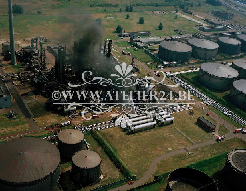 1992. Brand in een raffinaderij in de haven van Antwerpen.