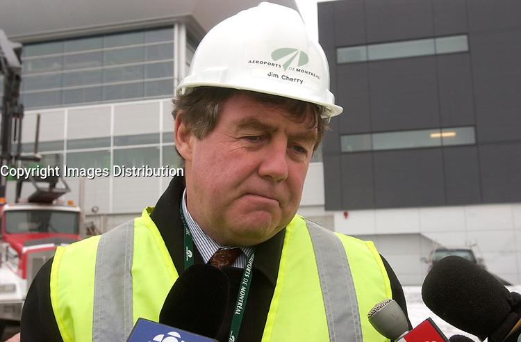 James Cherry, Director , Aeroport de Montreal (ADM) visit the site the construction The new international jetty construction site at MontrŽal-<br /> Pierre Elliott Trudeau International Airport (YUL) in February 2004.<br /> <br /> <br /> Contruction de la nouvelle jetŽe de l'aŽroport Pierre E Trudeau (YUL) FŽvrier 2004<br /> photo : (c) images Distribution