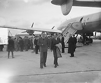 Prince Bernhard leave the KLM Constellation Batavia at Schiphol Airport. Location / place: Schiphol; North Holland Date: June 2, 1949