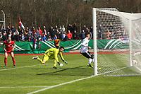 Jonas Busam (Deutschland, SC Freiburg) erzielt das 2:0 - 25.03.2017: U19 Deutschland vs. Serbien, Sportpark Kelsterbach